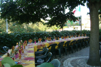 Guardavalle Marina - YH Borgorosso : Dining terrace at the Guardavalle Marina - YH Borgorosso hostel in Italy