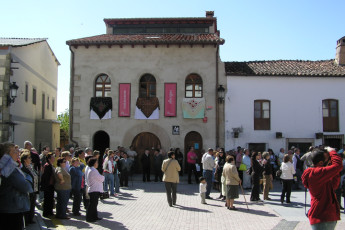 Cáceres - Albergue Juvenil Alberjerte : People Gathering for a Local Event in front of Caceres - Albergue Juvenil Alberjerte Hostel, Spain