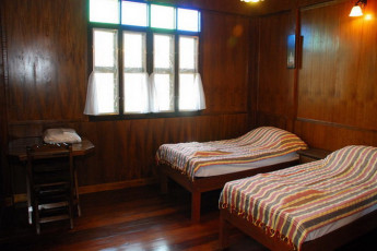 At Home Sukhothai : Twin Wooden Room in Home Sukhothai Hostel, Thailand