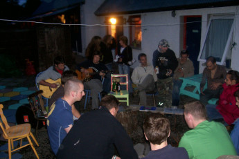Drumnadrochit - Loch Ness Backpackers : People Relaxing on the Patio at Drumnadrochit - Loch Ness Backpackers Hostel, Scotland