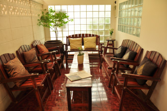 HI YHA Thewet : Lounge Area in Baan Thewet Hostel, Thailand