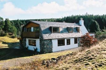 Carrbridge - Slochd Mhor Lodge : Exterior view of the Carrbridge - Slochd Mhor Lodge Hostel in Scotland