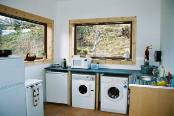 Carrbridge - Slochd Mhor Lodge : Kitchen at the Carrbridge - Slochd Mhor Lodge Hostel in Scotland