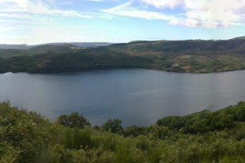 San Martin de Castaneda : San Martín de Castañeda Aussicht auf den See