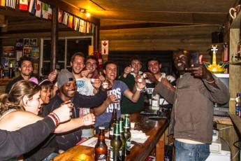 Tsitsikamma - Tsitsikamma Backpackers : People having a Drink at the Bar in Tsitsikamma - Tsitsikamma Backpackers Hostel, South Africa