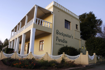 Oudtshoorn - Backpacker's Paradise : Front Exterior View of Oudtshoorn - Backpacker's Paradise Hostel, South Africa