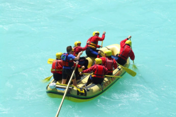Youth Hostel Paradiso : Group water rafting near the Tolmin - Youth Hostel Paradiso in Slovenia