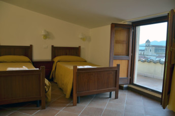 Altomonte - Ostello San Giacomo : Twin room in the Altomonte - Soleluna Youth Hostel in Italy