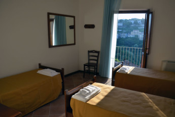 Altomonte - Ostello San Giacomo : Triple room in the Altomonte - Soleluna Youth Hostel in Italy