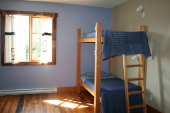 HI-Cumberland - Riding Fool Hostel : Dorm room in the HI-Cumberland - Riding Fool Hostel in Canada