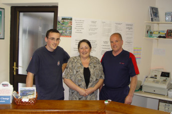 Cong -  Co Mayo YHA : Staff at reception of the Cong - Co Mayo YHA Hostel in Ireland