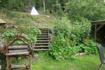 Ängelsberg/Tallbacka : Garden in Angelsberg/Tallbacka Hostel, Sweden