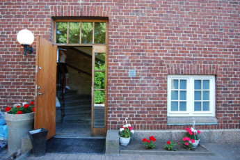 Halmstad/Kaptenshamn : Front Entrance to Halmstad / Kaptenshamn Hostel, Sweden
