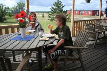 Bunge/Fårösund : People Relaxing on the Patio at Bunge/Farosund Hostel, Sweden