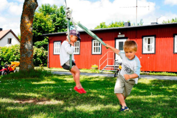 Bunge/Fårösund : Children Playing Outside Bunge/Farosund Hostel, Sweden