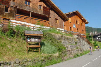 La Clusaz : Exterior to the La Clusaz hostel in France