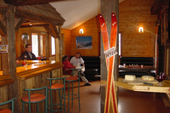 La Clusaz : Bar at the La Clusaz hostel in France