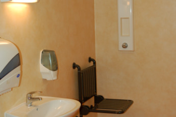 Troyes-Rosières : Disabled bathroom in the Troyes-Rosieres hostel in France
