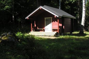 Savonlinna - Linnansaari huts : Hut exterior at the Savonlinna - Linnansaari huts hostel in Finland