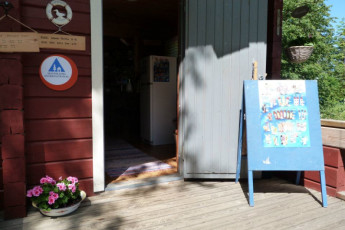 Savonlinna - Linnansaari huts : Entrance to the Savonlinna - Linnansaari huts hostel in Finland