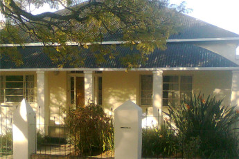 Whethu Grahamstown Backpackers : Front Exterior View of Whethu Grahamstown Backpackers Hostel, South Africa