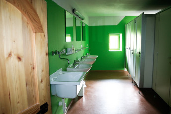 Imst/Tyrol - Romedihof Backpacker Hostel : Bathroom in Imst/Tyrol - Romedihof Backpacker Hostel, Austria