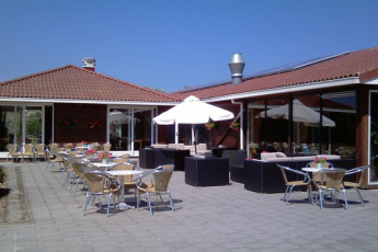 Stayokay Ameland : Patio and Dining Area in Stayokay Ameland Hostel, Netherlands