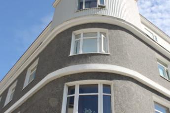 Siglufjördur : Wohn- und Essbereich in Siglufjorour Hostel, Island