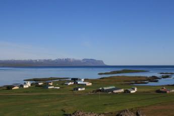Broddanes : antena vista de paisaje que rodea Broddanes Hostel, Islandia y paisaje