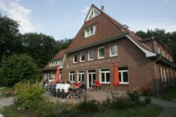 Bad Zwischenahn : Bad Zwischenahn hostel in Germany exterior seating