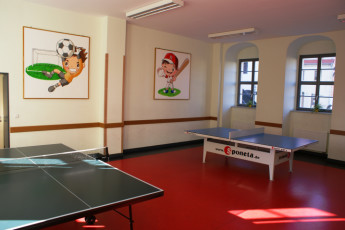 Wittenberg-Lutherstadt : Wittenberg Lutherstadt hostel in Germany activity room ping pong
