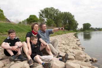 Hameln : Hameln hostel in Germany family next to river