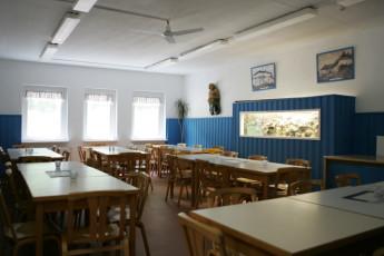 Barth - Reiterhof mit Zeltplatz : Barth hostel in Germany dining room