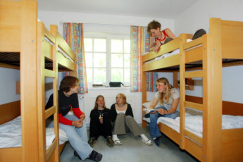 Born-Ibenhorst mit Zeltplatz : Born Ibenhorst hostel in Germany dorm