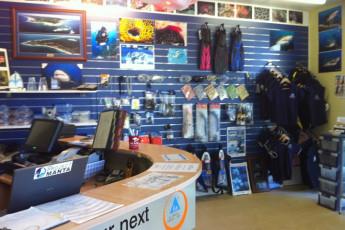 Stradbroke Island YHA : Stradbroke Island dive shop interior