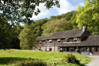 YHA Borrowdale : YHA Borrowdale hostel in England exterior