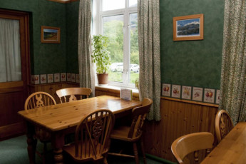 YHA Borrowdale : YHA Borrowdale hostel in England dining room
