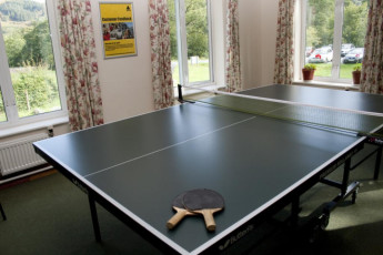 YHA Borrowdale : YHA Borrowdale hostel in England ping pong activity