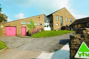YHA Hawes : YHA Hawes hostel in England exterior