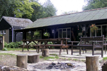 YHA Jordans : YHA Jordans hostel in England outside seating