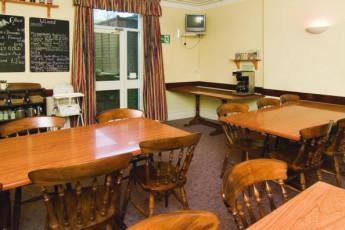 YHA Kettlewell : YHA Kettlewell hostel in England dining room