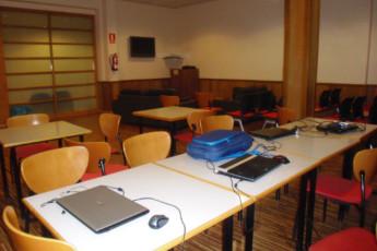 Soria - Juan A. Gaya Nuño : Soria Juan A Gaya Nuno hostel in Spain computer room