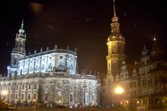 Dresden JGH : Dresden JGH hostel in Germany city attractions at night