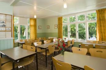 YHA Street : YHA Street hostel in England dining