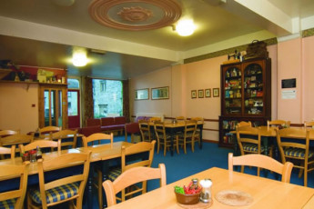 YHA Youlgreave : YHA Youlgreave hostel in England dining room
