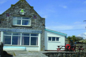 YHA Port Eynon : YHA Port Eynon hostel in England exterior