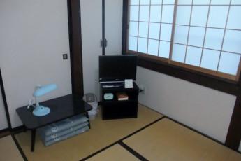 Takayama - Hida-Takayama-Tensho YH : Hida-Takayama-Tensho Youth Hostel Bedroom TV