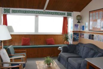 YHA Perranporth : Perranporth hostel in England lounge