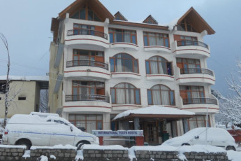 Manali International YH : Manali International hostel in India exterior