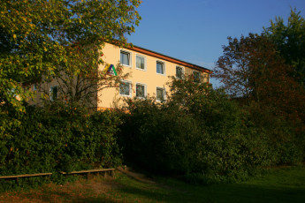 Osnabrück : OSNABRück hostel building and garden